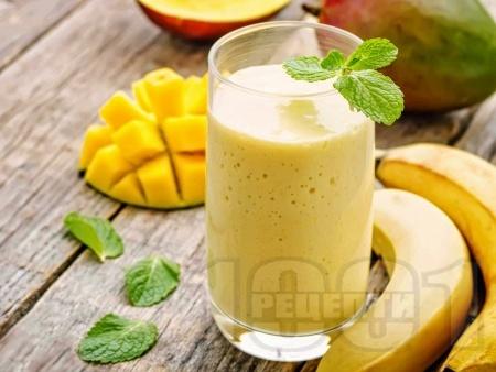 Смути с манго, банан и бадемово мляко - снимка на рецептата